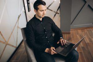 Serii laptopów ThinkPad raczej nie trzeba nikomu przedstawiać. To seria laptopów biznesowych z długą tradycją. Prześledzenie historii tych laptopów może dać dobry ogląd na to, jak ewoluowała technika